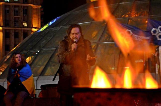 Yuri Andrukhovych on Maidan. photo: x-oksana. livejournal.com