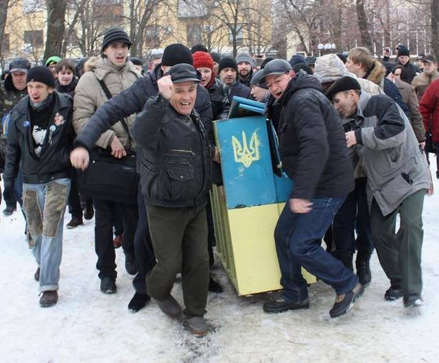 """On February 11, 2014 in Luhansk, """"titushky"""" captured the local revolutionary piano, saying that they did not want to hear anymore Wagner and Beethoven,  those fascist composers."""