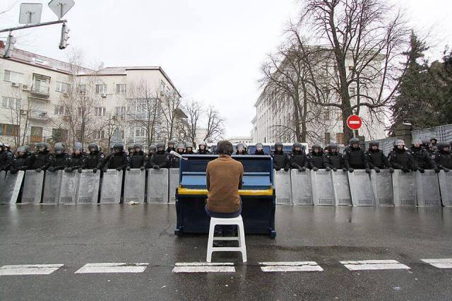 Pianist plays John Lennon's IMAGINE on the anniversary of hs death, Dec 8, 2013, to riot police on Kiev's Bankova Street. Photo: Nastya Stanko?