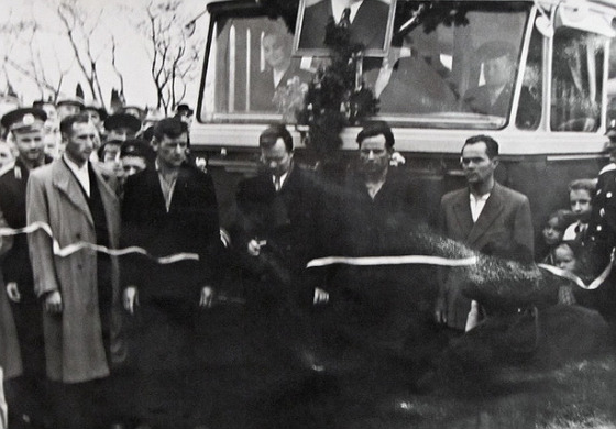 In October 1958, the Council of Ministers of Ukraine decided to build the world's longest trolleybus line: Simferopol-Alushta-Yalta. The first phase of this line, Simferopol - Alushta, a length of 52 km, was built and commissioned in record time - 11 months. It was built by more than 80 experts from 10 cities in Ukraine.  In the photo from Wikipedia - the opening line to Alushta.