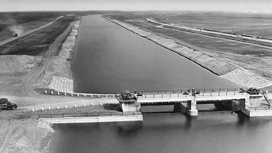 "Gateway to the North-Crimean Canal (1960). Giant irrigation, built in 1961-1971, supplies water from the Dnieper ""mainland"" in the region - into the steppe areas in Simferopol, Feodosia, Kerch, Sudak."