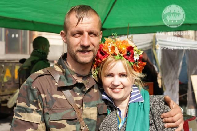 Mykhailo Havryliuk with Inna Zaliznyuk, a Logistics HQ volunteer