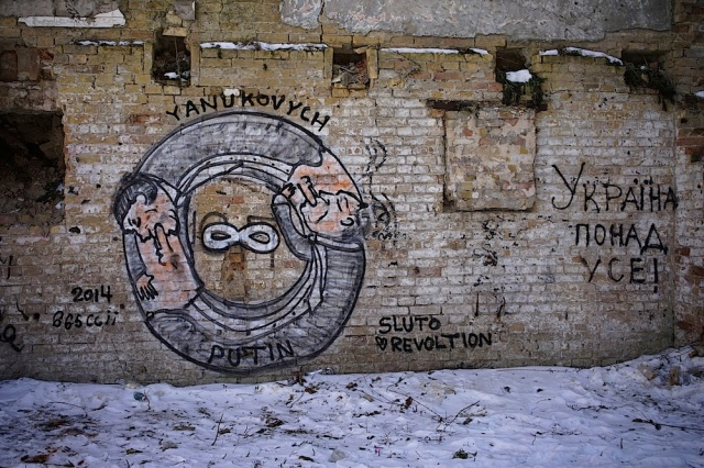 Graffiti on wall in Kyiv. The graffiti on the right says: Ukraine above all! And on the left, Putin and Yanukovich's mutual support actions throughout infinity are self-explanatory. Photo by Giles Clarke / Getty Images.