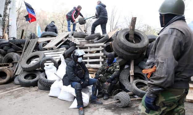 Barricade on one of the streets of Sloviansk. Photo ITAR-TASS/Mikhael Pochueb