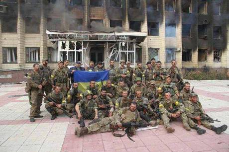 Liberated Dzerzhynsk. Terrorists burned down the city administration during the retreat.