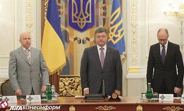 Turchynov, Poroshenko and Yatsenyuk. Photo source: http://news.liga.net/news/politics/2675639-poroshenko_rasschityvaet_na_sovmestnuyu_rabotu_s_yatsenyukom.htm