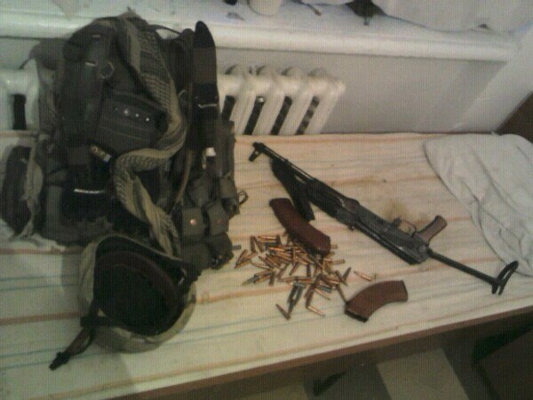 My flak jacket, hat and assault rifle. Just to break up the text a bit.