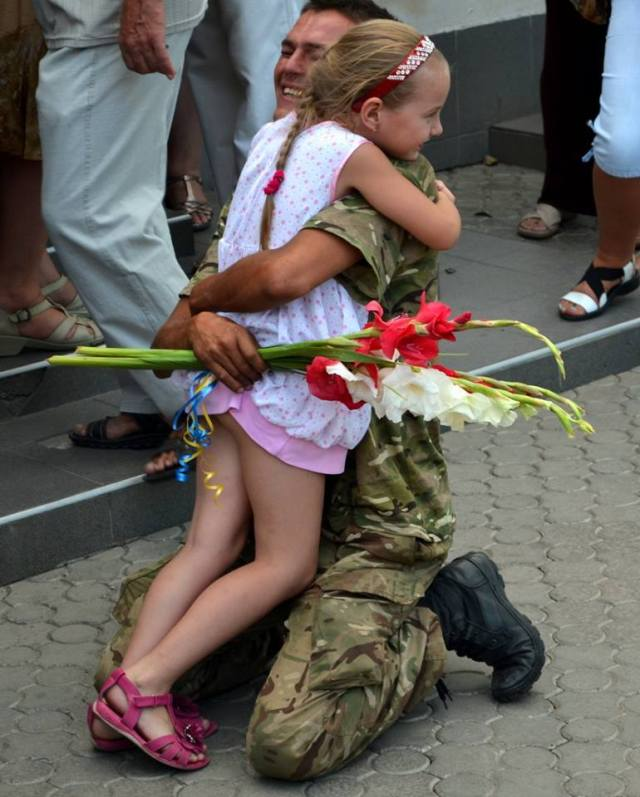 Mykolayiv Regional Council photo of a 79th Airborne Brigade returned paratrooper.  Photo source: https://www.facebook.com/mykoblrada/photos/pcb.709562935747370/709562652414065/?type=1&theater
