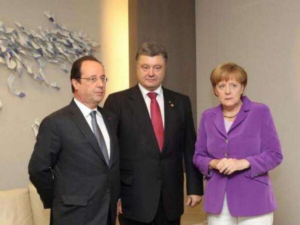 L-R: François Hollande, Petro Poroshenko, Angela Merkel