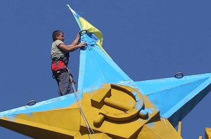 A worker sent to take the Ukrainian flag down from skyscraper