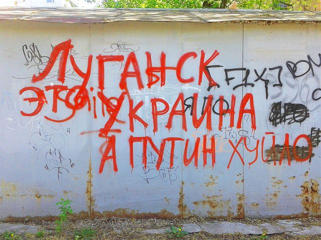 "Luhansk graffiti: ""Luhansk is Ukraine and Putin is a khuylo."""