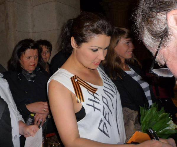 "Anna Netrebko wearing the separatist ribbon on a shirt on which is written: ""Onto Berlin"" the early call in pro-Russian separatist media that the invasion and takeover of land will be from Ukraine all the way to Berlin."