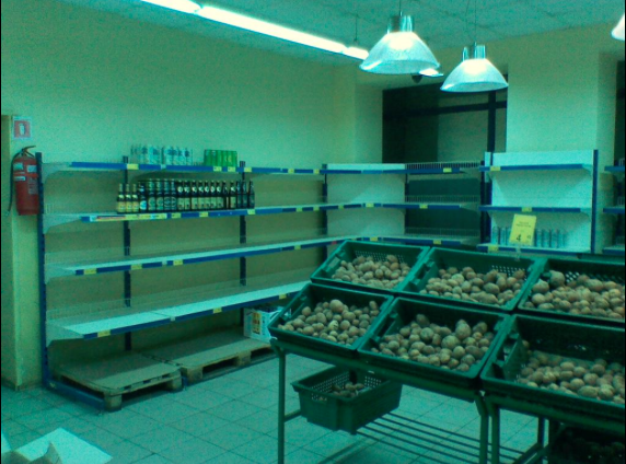 Store in Donetsk: beer and potatoes basics.