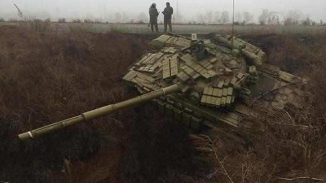 Ukrainian tanks land in the 'anti-Russian moat', laugh bloggers. Photo: vk.com