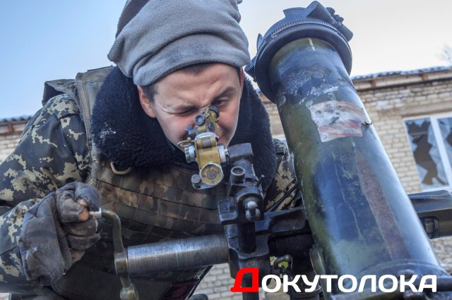 Ukrainian mortar operator, callsign Mukha [Fly]. Photograph by Docutoloka