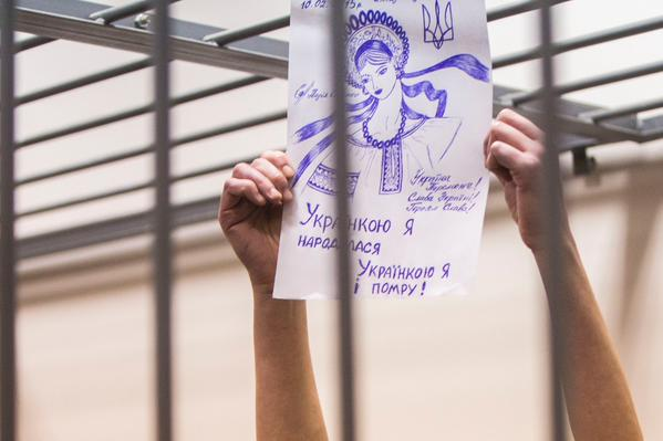 Nadiya Savchenko holds up her drawing made on February 10, 2015 during her Basmanny District Court appearance in Moscow, on her 60th day of hunger strike.