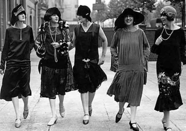 Modisch gekleidete Damen in Weimardeutschland (Foto: hemlinequarterly.wordpress.com)
