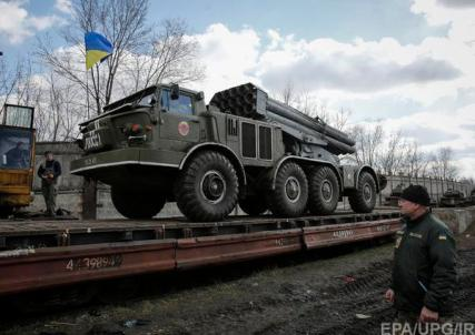 Ukrainian forces withdraw MLRS Hurricane