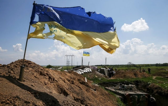 Ukrainian flag at a position near Mar'inka. Photo by Reuters.