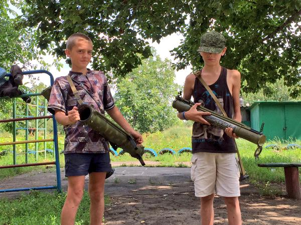 Children in Donbas have new toys - RPGs. Photo: Paweł Pieniążek. Source