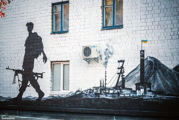 Mural in Kyiv. (via @kievtypical)
