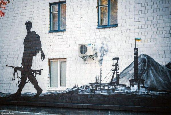 Mural in Kyiv. (via @kievtypical)