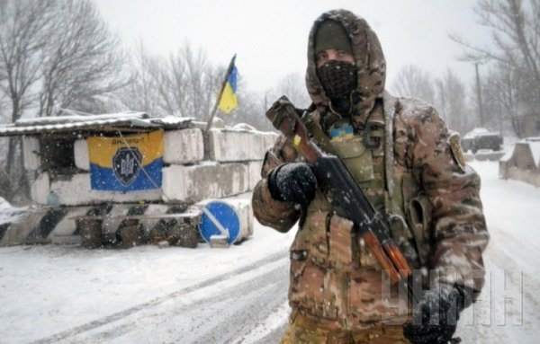 A Ukrainian soldier at the front line. Aleksiy Mazepa told TV 112 that the soldiers in the ATO had been supplied with winter uniforms, extra fuel for vehicles and space heaters. Photo via Unian.net http://www.unian.net/war/1227846-v-shtabe-otchitalis-pro-obespechenie-boytsov-ato-zimney-formoy.html