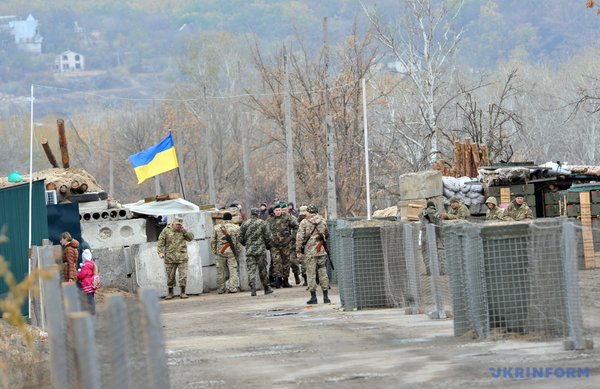 Stanytsia Luhanska, , the checkpoint for entry and exit of the village of Luhansk, is being shelled mercilessly by militants which, according to the head of the Luhansk regional military-civilian administration George Tuka, is to deliberately provoke it's closure by the Ukrainian side. Photo: https://twitter.com/UKRINFORM/status/717626648787599360