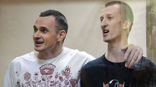 Oleg Sentsov and Kolchenko. Photo: Vasiliy Dariuhyn/Kommersant.