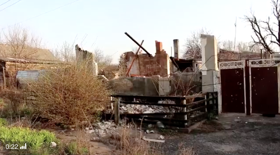 House hit by mortar strike in Avdiivka, April 9, 2016. Woman living here was killed instantly, 3 Ukrainian soldiers were wounded. Video by Maxim Tucker https://twitter.com/MaxRTucker/status/718890241638141952 House hit by a mortar strike in #Avdiivka. The woman living here was killed instantly. #Ukraine pic.twitter.com/KvH2HDdo4Y— Maxim Tucker (@MaxRTucker) April 9, 2016 //platform.twitter.com/widgets.js