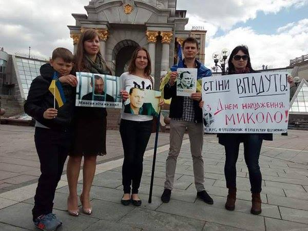Mykola Karpyuk's son and wife Olena (far left) celebrating Karpyuk's birthday on Maidan in Kyiv, May 21, 2016 with Vira Savchenko, Oleg Mezentsev and other activists.