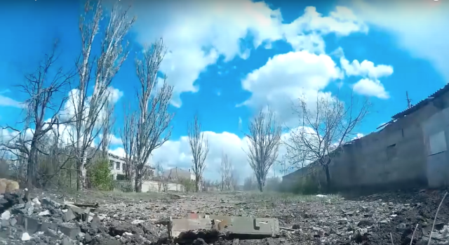 From the trenches in the industrial zone of Avdiivka. Source: Right Sector video